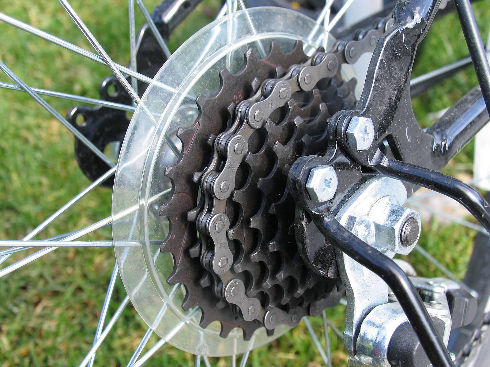 Чистая цепь и звезды велосипеда